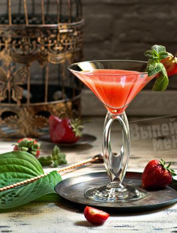клубничный коктейль с ромом