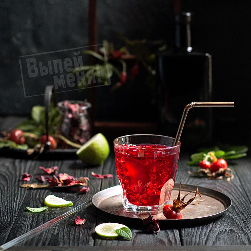 Холодный чай с шиповником и гибискусом