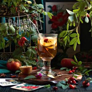 чай с яблоками, шиповником и корицей